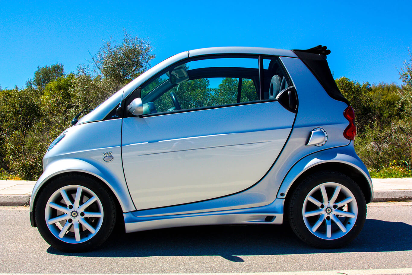 These are the Side Skirts for Smart Fortwo 450 by Smart Power Design. It has also been installed the Side Air Scoop.