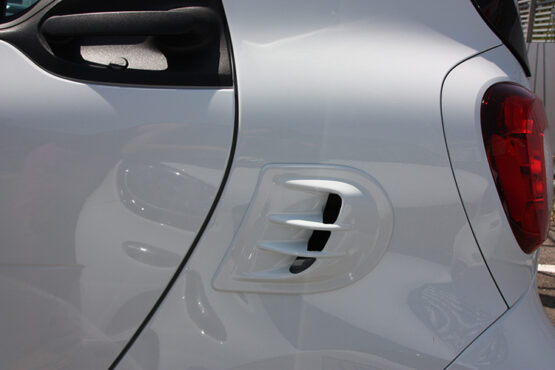 This is the Air Intake Scoop by Smart Power Design. It can be installed on every Smart Fortwo 453 and its color is white.