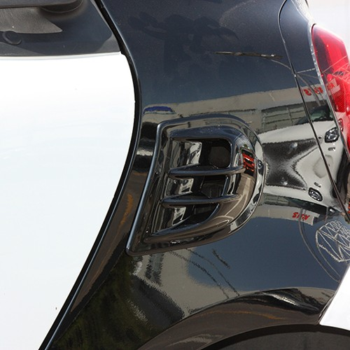 This is the Side Air Intake Scoop for the new Smart Fortwo 453, available from Smart Power Design in black color.