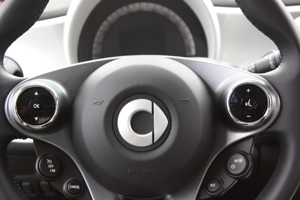 These are the Chrome Rings for the Steering Wheel of your Smart Fortwo and Smart Forfour 453.
