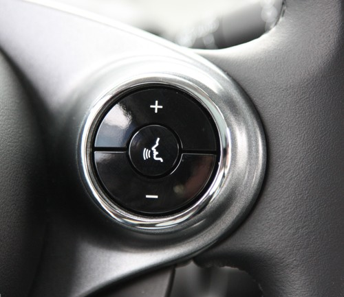 This is the Right Chrome Ring for the Steering Wheel of your Smart Forfour 453