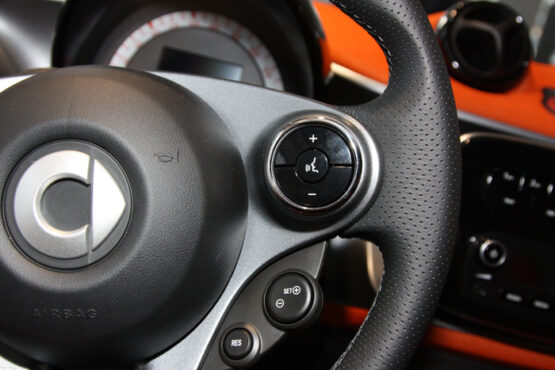 This is the Right Chrome Ring for the Steering Wheel of your Smart Fortwo 453.