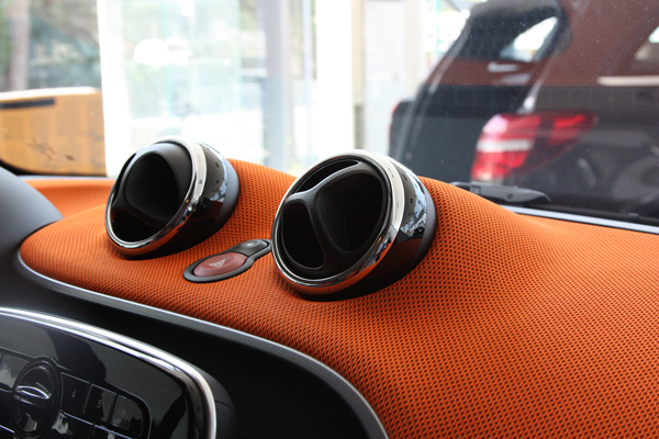 These are the Chrome Rings, which can be installed on the Vents of your Smart Fortwo 453.