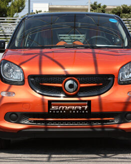 This is the new Smart Forfour 453 with its exterior patrs customized by Smart Power Design.