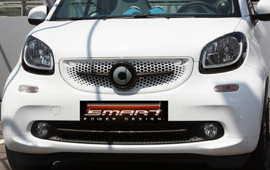This is the new Smart Fortwo W453. Its front end is tuned with carbon kits like the Front Grille and the Trim Strip Piece in carbon finish.