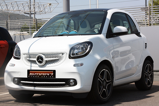 This is the new Smart Fortwo 453 in white color edition, tuned by Smart Power Design.