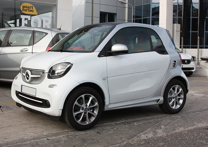 This is the new Smart Fortwo 453 in White color and Silver Tridion. All the SmartPower Design's accessories and kits are installed on it.