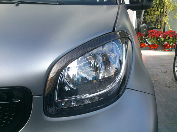 This is the left Headlight Eyebrow, installed on the Smart Fortwo 453, in Look Carbon finish.