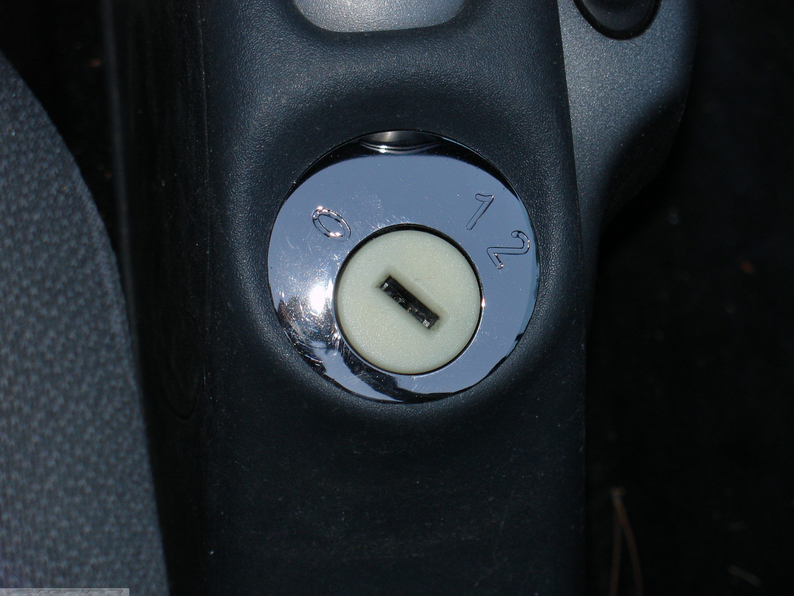 Ignition lock plate in nickel black for smart fortwo 450